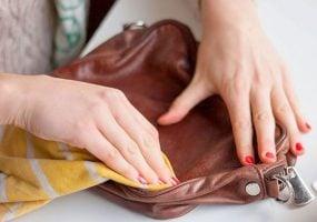como limpiar un bolso de piel