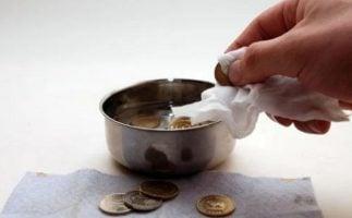 limpiando monedas