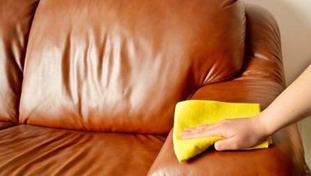 limpiando sofa de piel