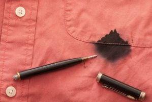 como quitar manchas de boli en la ropa