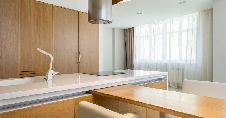 limpieza-puertas-madera-cocina