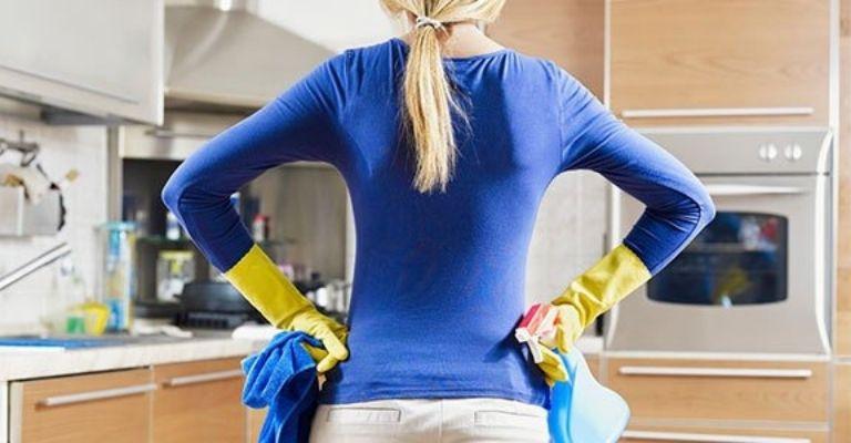 limpieza-cocina-puertas-agua-jabonosa