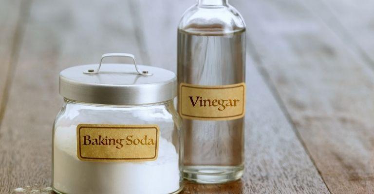 remedios-naturales-limpiar-cubiertos-bicarbonato-vinagre