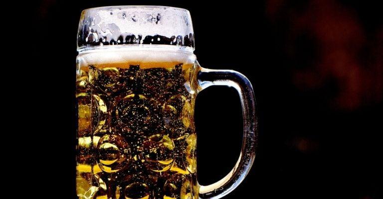 remedios-naturales-limpia-plata-cerveza