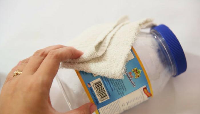 vinagre-blanco-eliminar-adhesivos-tarros