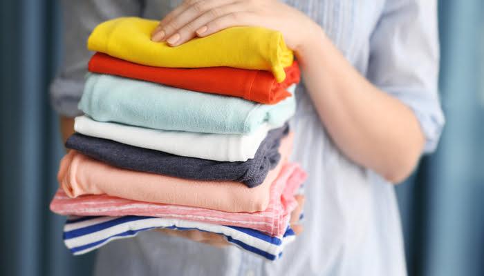 prendas de colores delicados