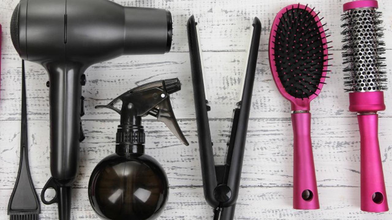 5 soluciones naturales para la limpieza de cepillos, peines, secador de pelo y platos