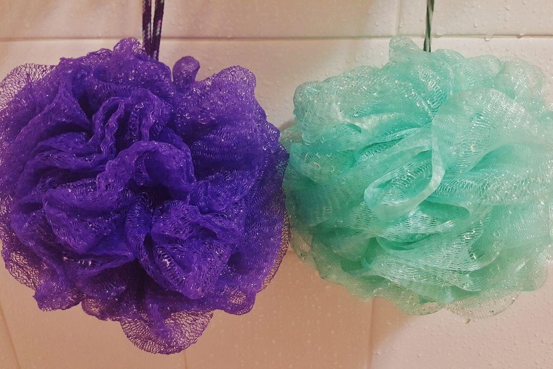Cómo limpiar las esponjas de baño: 3 remedios para desinfectarlas a fondo