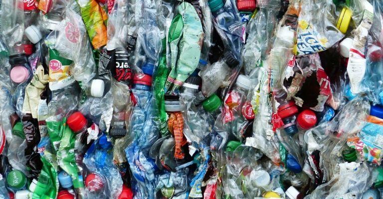 Botellas de agua: 11 cosas que hay que saber sobre cómo limpiarlas y cómo elegir