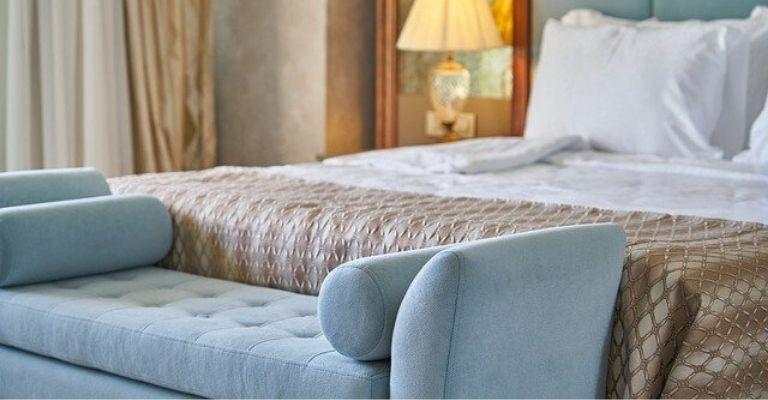 Cómo higienizar y limpiar sofás y colchones de forma natural