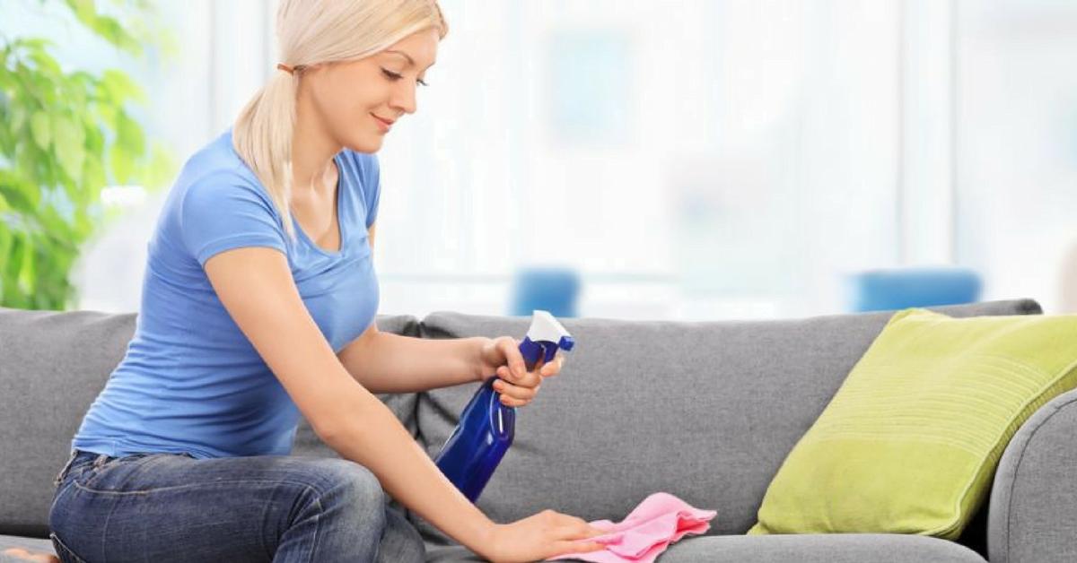 Cómo limpiar el sofá de forma natural con aceite de árbol de té