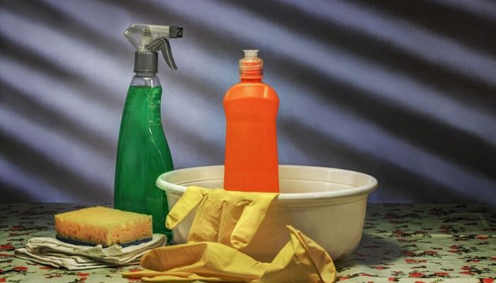 Cómo preparar 8 detergentes para la limpieza de la cabina de la ducha.
