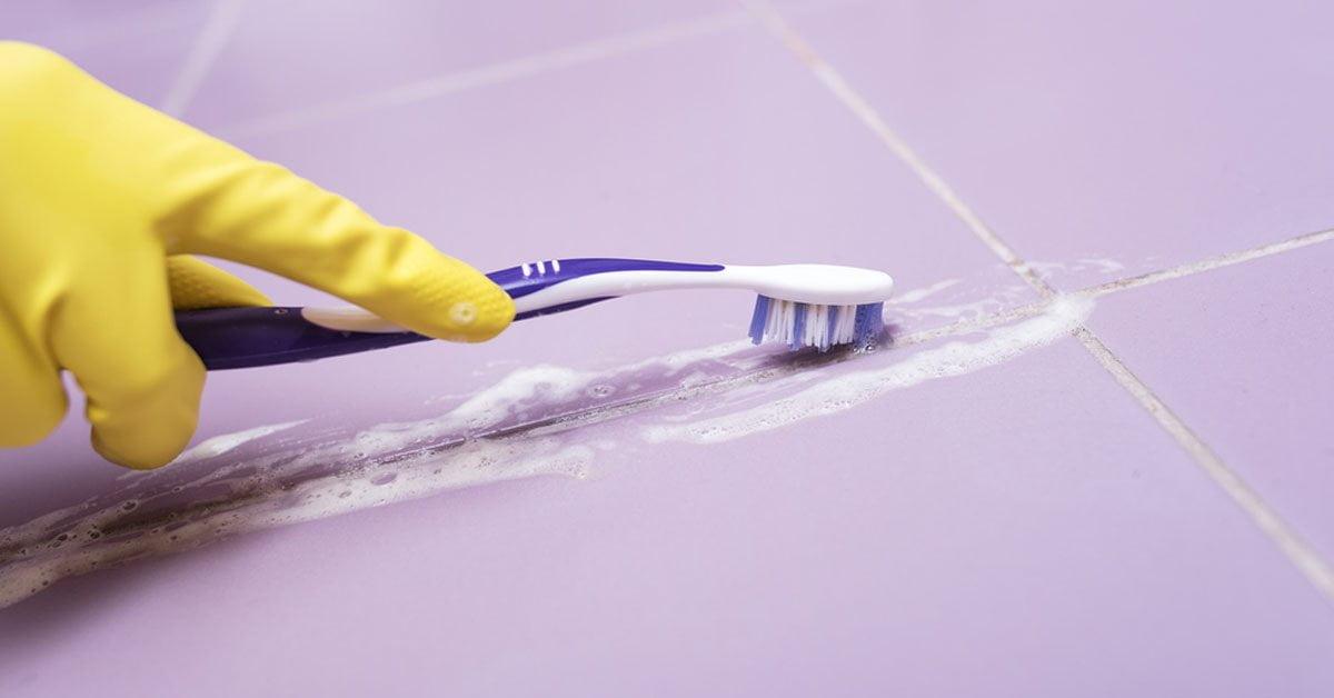 Como quitar el moho en las baldosas: cómo eliminarlo con métodos naturales
