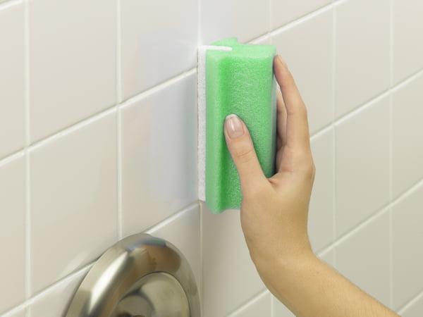 Cómo quitar la lechada de los azulejos: 3 soluciones eficaces