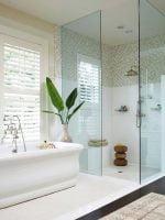 Cómo limpiar vidrio en el baño