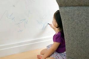 Cómo quitar las manchas de bolígrafo de la pared