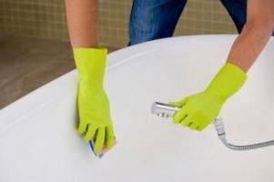 Cómo quitar las manchas de cal de la bañera