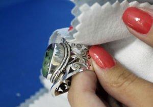 Limpieza de joyas de plata