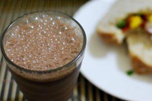 Quitar las manchas de chocolate con leche