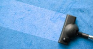 limpiar alfombras sucias con líquido