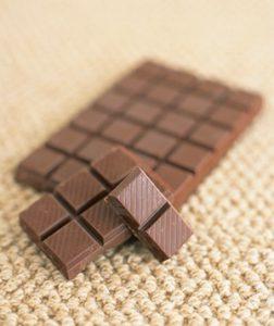 quitar la alfombra de manchas de chocolate