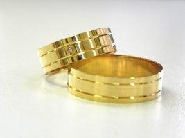 Cómo limpiar un anillo de bodas de oro