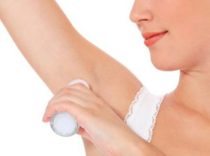 eliminar las manchas amarillas de desodorante