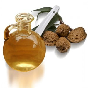 Cómo quitar las manchas de aceite de almendras