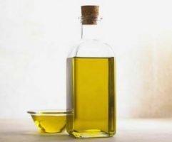 Cómo quitar las manchas de aceite y los aceites