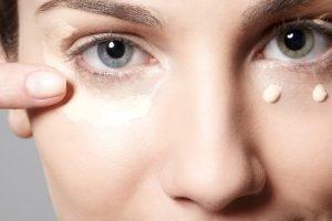 Cómo quitar las manchas de maquillaje