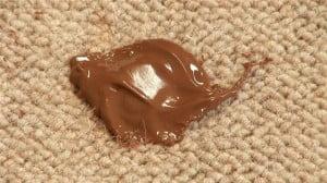 Limpiar manchas de chocolate en alfombras