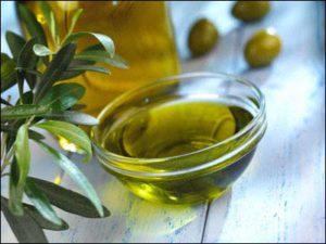Quitar las manchas de aceite de oliva de la ropa