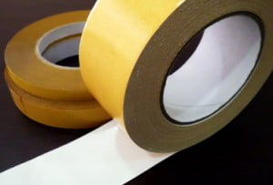 residuos de cinta adhesiva