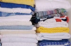 eliminar las manchas de suavizante de telas