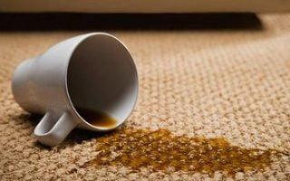 Quitar manchas de café en la ropa