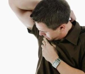 Quitar manchas debajo del brazo de las camisas